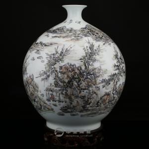 画家李杰陶瓷艺术作品《溪岸》   中圣青玉瓷天球瓶